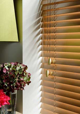 Wood venetian blind - 35mm Honey Close up with Brushed Brass Bullet