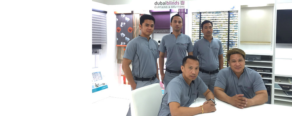 Blinds fitting team